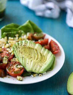 Salade de maïs grillé, de tomate et d'avocat au chimichurri 1