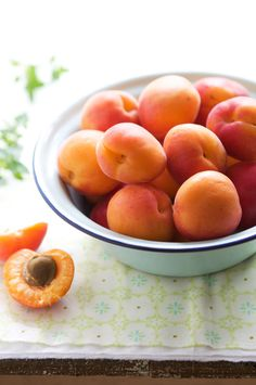 la tartine gourmande - food & drink - food - dessert - fruit - apricots