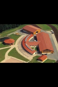 Dream barn!!! Love the curve where every horse can go outside