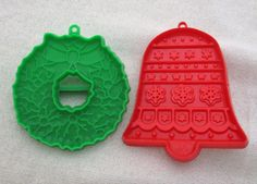 2 Vintage Hallmark Christmas Cookie Cutters Green Wreath Red Bell Plastic Eyelet