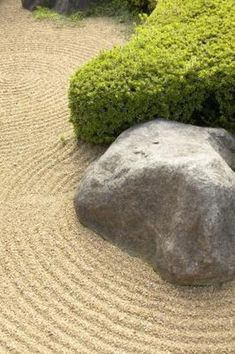 If you don't want to break your back and your bank account placing natural rocks in your landscape, you can cast faux rocks yourself of any shape and size using a recipe for a lightweight substance called hypertufa. With homemade molds and forms and readily available ingredients from your local garden center, you can ... Concrete Crafts, Concrete Art, Concrete Molds, Concrete Projects, Concrete Casting, Concrete Sculpture, Landscaping With Rocks, Backyard Landscaping, Landscaping Ideas