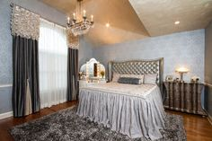 Old World Hollywood eclectic bedroom new york Trade Mart Interiors Tuscan Bedroom, Glam Bedroom, Master Bedroom, Bed Drapes, Transitional Home Decor, Drapery Designs, Bedroom Photos, Bedroom Ideas, Window Styles