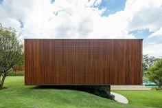 Architektur Massivhaus Natursteinbasis Holz Fassaden Gestaltung