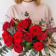Nuestras Red Naomi hacen que parezca fácil hacer el bouquet perfecto  #keepcolving