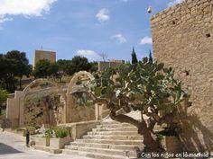 Una visita imprescindible si turisteais por #Alicante es el Castillo de Santa Barbara (archivo) #archivo http://blgs.co/33Qc65