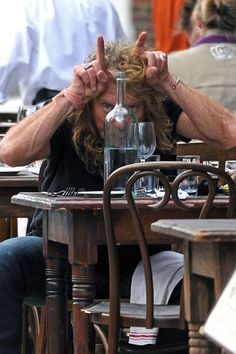 Robert Plant Pictures Robert Plant and Katrina Chester Get Lunch - Robert Plant Photos - Robert Plant has fun with photographers as he has lunch with his girlfriend Katrina Chester and another woman. - Robert Plant and Katrina Chester Get Lunch Robert Plant Wife, Robert Plant Quotes, Robert Plant Young, Robert Plant Led Zeppelin, Great Bands, Cool Bands, Hard Rock, Heavy Metal, John Bonham