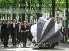 On the Lange Voorhout in The Hague near the Royal Palace, King Willem Alexander of the Netherlands opened an exhibition of sculptures / Graingrain by Guillaume Castel The Hague, Royal Palace, Contemporary Artists, Netherlands, Dutch, Sculptures, Museum, King, Radiation Exposure