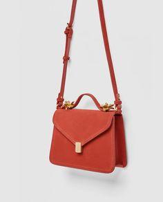 Imagen 5 de BANDOLERA PIEL DETALLES METÁLICOS de Zara Zara, Leather Crossbody Bag, Leather Purses, Suitcase Bag, Best Purses, Stylish Handbags, Designer Shoulder Bags, Metallica, Leather Shoulder Bag