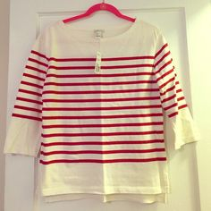 NWT Forever21 3/4 knit top. Size large Striped red/creamish 3/4 sleeve forever21 knit top. Made of comfy, sweatshirt-Ish material. Size large (can fit as a medium) still with tags. Super cute with button down cuffed underneath !! Forever 21 Tops Tees - Long Sleeve