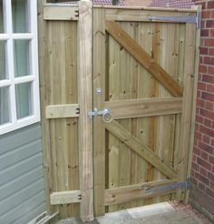Pedestrian Gates with side panels reverse of glemham gate and side panel Wooden Side Gates, Building A Wooden Gate, Wooden Garden Gate, Wooden Gate Plans, Wooden Gate Designs, Backyard Gates, Garden Gates And Fencing, Garden Doors, Fence Gates