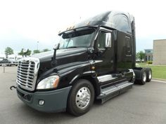 2014 Freightliner Cascadia with Detroit DD15 and APU