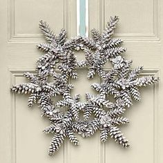 Love this Pine cone snowflake Christmas Wreath Idea! More