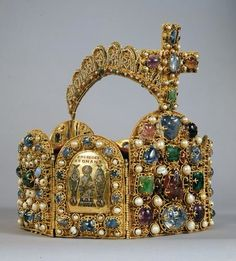 Imperial Crown of the Holy Roman Empire. displayed at the Schatzkamme (Imperial Treasury), Hofburg Palace, Vienna, Austria.  Eight hinged plates form the octagonal body of the imperial crown. Four smaller plates bear pictorial representations from the Old Testament in cloisonné enamel; the four main plates of differing sizes are decorated solely by precious stones and pearls in raised settings.