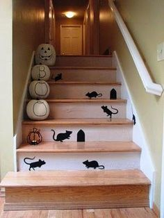 IDEAS & INSPIRATIONS: Halloween Pumpkins, Stairs and Mice - Halloween Staircase Decorations