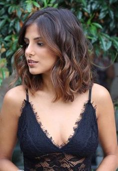 See here the prettiest ideas of amazing shoulder length ombre hairstyles and haircuts for 2018. Medium or shoulder length haircuts with suitable hair colors like ombre and balayage is one of the best choice for ladies to sport in 2018. Visit this collection to see the fresh ombre and medium length haircuts in 2018.