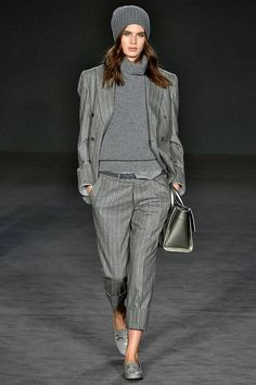 See all the Collection photos from Daks Autumn/Winter 2017 Ready-To-Wear now on British Vogue Grey Fashion, Fashion Over 40, Fashion 2017, Boho Fashion, Winter Fashion, Womens Fashion, Fashion Group, Fashion Stores, Cheap Fashion
