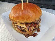 The 5 Best Miami Food Truck Burgers http://burgerbeast.com/2012/12/29/the-5-best-miami-food-truck-burgers/