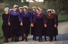 Beautiful Amish women - SISTERHOOD