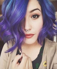 Sobre essa serumaninha  QUEEEEROO ❤ O que tem de linda, tem de atitude, olha esse cabelo, slk muito top, arrasou, afinal, não é pra qualquer uma ❤.❤   #TeuCrush @MeeErree ||   #Beautiful #Girl #tumblr #Makeup with #short #purple #magic #color #hair #attitude is everything  #Pretty // #Beauty // #Goth // #Pastel // #Style // #Scene //