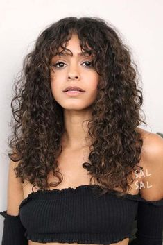 Do you have curly hair? It is not a problem, as you can easily curl your beautiful tresses for a look that is totally feminine and pretty. #hairstyle #haircolor #haircuts
