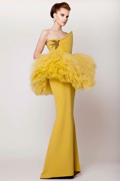 Azzi & Osta's Spring Summer 2015 Haute Couture collection is just like a fresh garden! Gorgeous dresses are only a click away. Couture 2015, Haute Couture Style, Couture Mode, Couture Fashion, Women's Dresses, Couture Dresses, Elegant Dresses, Moda Peru, Collection Couture