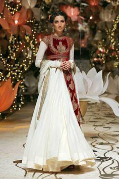 Rohit Bal, India Bridal Fashion Week, IBFW, bridal, wedding, reception, sari, lengha, saree, mughal, royal, JJ Valaya, Shantanu & Nikhil, Falguni & Shane Peacock,  men, groom, sonam kapoor, anarkali