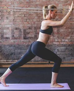 Wunder Under Crop II *Full-on Luon Lululemon Yoga Wear, Athletic Outfits, Yoga Inspiration, Workout Wear, Stay Fit, Lululemon Athletica, How To Wear, Clothes, Women