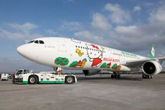 My nieces would ge berserk if they saw this Hello Kitty airplane
