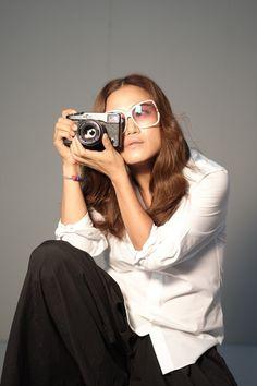 사진 속에 진실을 담다. X-Pro1과 사진작가 조선희! 얼마전 조선희 사진작가님과 후지필름이 함께 화보 촬영을 진행했습니다.    조선희 사진작가님은 평소에도 후지필름의 제품을 사용하면서  X시리즈의 매력에 푹 빠져계셨는데요.    프로페셔널한 모습과 매력적인 성격의 소유자이신  조선희 사진작가님의 인터뷰 소식을 블로그에서 확인하세요!    http://blog.naver.com/fujifilm_x/150146475425