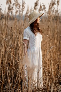 The art of slow living Simple Dresses, Nice Dresses, Fashion Lighting, Everyday Dresses, Outdoor Photography, Vintage Girls, Fashion Advice, Sustainable Fashion, Outfit