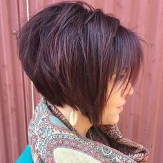 50 Short Choppy Hair Ideas for 2020 - Hair Adviser - - Looking for some short choppy hairstyles that will have you turn heads? Here are 50 personality-packing hairstyles for your inspiration! Short Hair Lengths, Short Hair With Layers, Short Hair Cuts For Women, Short Hair Styles, Short Stacked Hair, Short Choppy Haircuts, Stacked Haircuts, Short Bob Hairstyles, Short Choppy Bobs