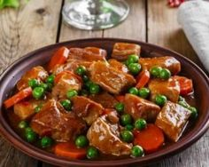 Place the lid on the slow cooker and cook for hours on high, or hours on low, or until the beef is fully cooked. Serve this tasty beef stew on a cold night for a hearty dinner. Hearty Beef Stew, Beef Stew Meat, Cacciatore Recipes, Pressure Cooker Chicken, Quinoa Salad Recipes, How To Cook Quinoa, Meat Recipes, Stuffed Peppers, Tofu