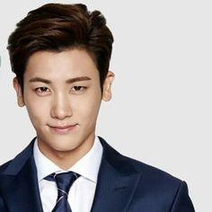 Hyungsik wt sweet smile..hemmm