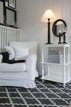 Biały dom z białym wykończeniem