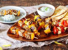 Pork Souvlaki with Halloumi Pepper Skewers recipe Marinade Porc, Pork Marinade, Skewer Recipes, Pork Recipes, Chicken Recipes, Halloumi, Tzatziki, Chicken Souvlaki, Mint