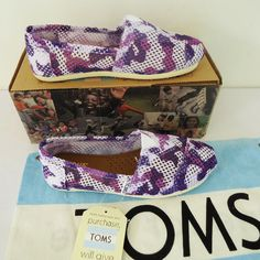 Purple And White Hole Pattern Toms Canvas Shoes