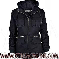 Chaqueta multibolsillos gótica y heavy metal con capucha para chica XT3765. Abrigos y chaquetas góticos, alternativos y heavy metal en nuestra tienda online.