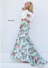 Prom dresses Two-piece white, floral print prom dress. Off the shoulder, two-piece prom dress. White, pink and green prom dress. Floral Prom Dresses, Grad Dresses Long, Prom Dresses Two Piece, Sherri Hill Prom Dresses, Prom Dresses 2016, Elegant Prom Dresses, Trendy Dresses, Nice Dresses, Dress Prom