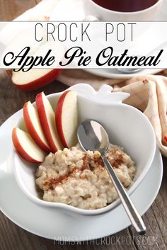 Need a quick and easy breafast? Check out this Crock Pot Apple Pie Oatmeal #Recipe