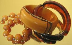 Bangles were the easiest form of Bakelite to manufacture and there are many simple bangles in various colours and thicknesses. The flappers of the roaring twenties loved wearing an arm full of bangles which made a lovely clunking sound as they danced.