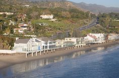 """Homes along the Pacific Coast Highway (""""PCH"""" to us) in Malibu as seen on an Elite Adventure Tours helicopter tour over Los Angeles."""