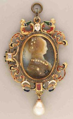 Kamea Giana Giacopa Caraglia z wizerunkiem Bony, chalcedon, złoto (ok. 1554), oprawa z emaliowanego złota, rubin, perła (XIX wiek); w zbiorach Metropolitan Museum w NY