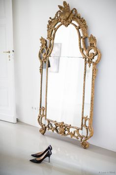 Gorgeous full length mirror, would love it as a statement piece in an otherwise minimal apartment