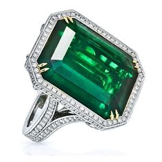 King Jewelers 20.08ct Emerald-Cut Green Emerald Diamond Ring ❤ liked on Polyvore featuring jewelry, rings, emerald jewellery, jewels jewelry, diamond rings, green jewelry and round cut diamond rings