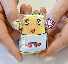 お菓子の蔵太郎庵(会津坂下町)は、千葉県船橋市の非公認キャラクター「ふなっしー」とコラボレーションした新商品「会津半熟ふなっしーチーズスフレ」を開発した。27日から太郎庵各店舗で販売する。 やわらかいチーズスフレに洋梨のコンポートを加え、上品な甘みと洋梨の食感が楽しめるお菓子に仕上がった。ふなっしーの決めぜりふ通り、口の中で梨汁が「ブシャー」と広がる。 福島中央テレビが24~26日に郡山市の