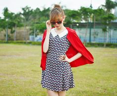 This dress is from Malaysian brand, Berrybow. If you like all things cute, dainty and Korean (because all their stuff are made in Korea), this is the store for you! As with most clothes made in Korea, the fabric is noteworthy.