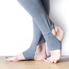 DIY Stirrup Leggings: FREE Pattern and Tutorial - https://sewing4free.com/diy-stirrup-leggings-free-pattern-tutorial/