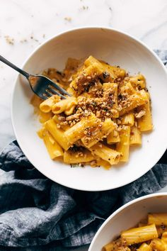 Rigatoni with Rosemary Walnut Crispies! Silky, creamy, savory pumpkin-sauce-bathed rigatoni sprinkled with rosemary walnut crispies. The BEST. Vegetarian Chicken, Vegetarian Recipes, Cooking Recipes, Healthy Recipes, Healthy Dinners, Cooking Ideas, Healthy Food, Healthy Eating, Pumpkin Sauce