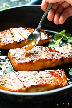 Honey Sriracha Glazed Salmon is a dinnertime show stopper! Only a few simple ingredients are needed to make a spicy-sweet honey sriracha marinade and glaze.
