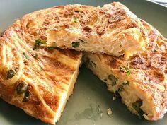 Πολυπρόσωπη ιταλική φριτάτα. Βασική συνταγή, δημοφιλείς γεμίσεις και όσα πρέπει να ξέρετε για να την κάνετε τέλεια σε τηγάνι και φούρνο. Frittata, Sandwiches, Pasta, Food, Essen, Meals, Paninis, Yemek, Eten